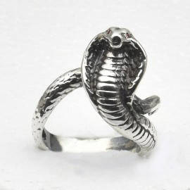 Anello serpente in argento 925 con rubini naturali.