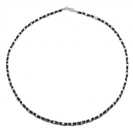 Collana in argento 925 e cristalli neri alternati a cubetti e sfere