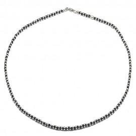 Collana in argento 925 e cristalli neri alternati a separatori a ciambella